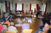 Gruppe im Gemeindehaus